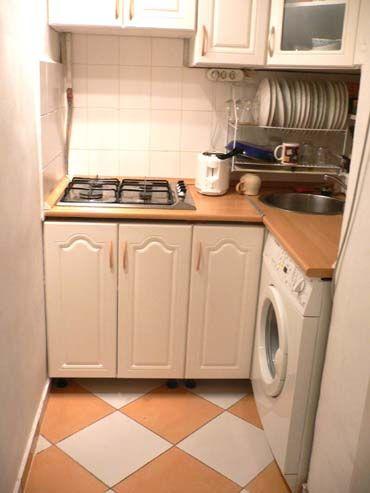 ギュッと詰まった狭いキッチンに、愛を感じる。