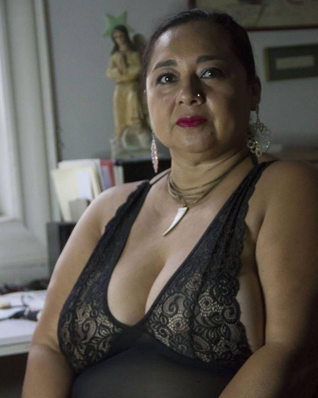 Sharon curvy images.dujour.com