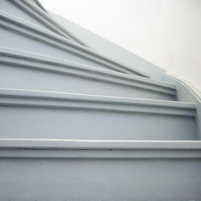 25 beste idee n over trap opknappen op pinterest trap opknappen geschilderde houten trap en - Hoe om te schilderen een trap ...