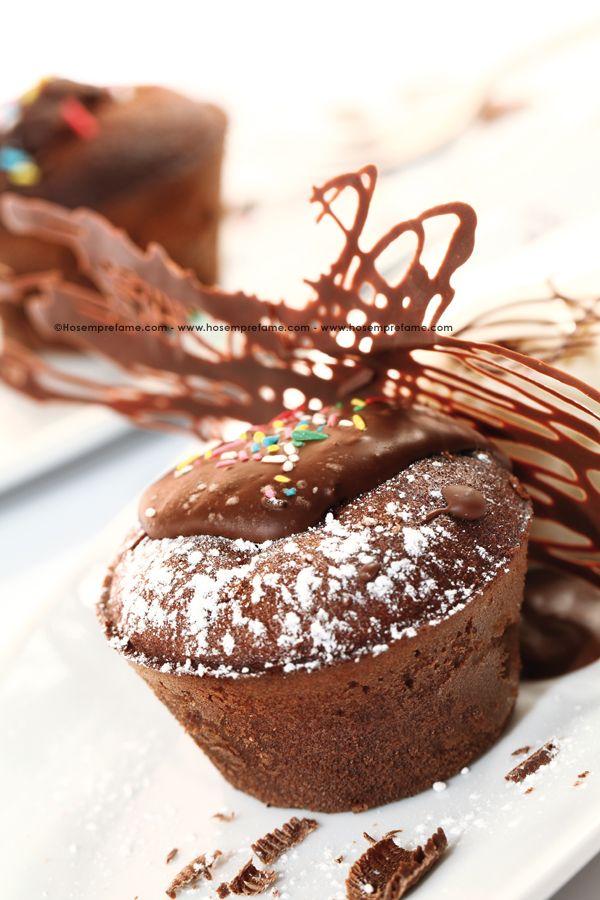 FLAN AL FONDENTE NERO. Flan soffice e delicato dall'impasto simile alla famosa torta Sacher. Vi consigliamo di accompagnarlo con gelato alla crema o altro gusto a vostro piacimento. #flan #cioccolato #cuorefondente