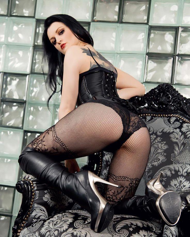 black-ebony-sexy-escort-in-surrey-older-pussy-bang