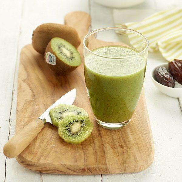 Smoothie kiwi – pomme – épinards – céleri – dattes