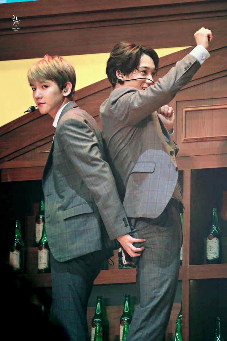 Baekhyun's mind: a deixa eu apertar a bunda do meu colega na brotheragem ngm vai ligar
