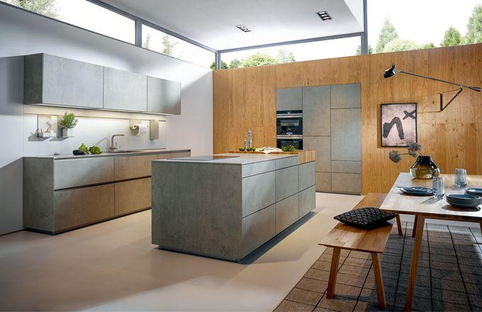 Použití bezúchytového otvíracího systému TIP-ON podtrhuje monolitický vzhled kuchyně, zejména kuchyňského ostrůvku.
