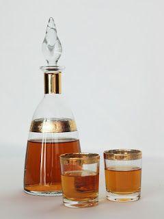 Recette de liqueur de noyaux de pêches - Rien n'est perdu, tout est recyclé, faites vos confitures, compotes de pêches, récupérez les noyaux et fabriquez votre digestif maison. Cette liqueur a un petit goût de vanille très agréable.