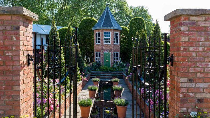 RHS Chelsea Flower Show 2016 / RHS Gardening. Silver Gilt medal winner Designed by Diarmuid Gavin  Built by Diarmuid Gavin Designs  Sponsored by Harrods