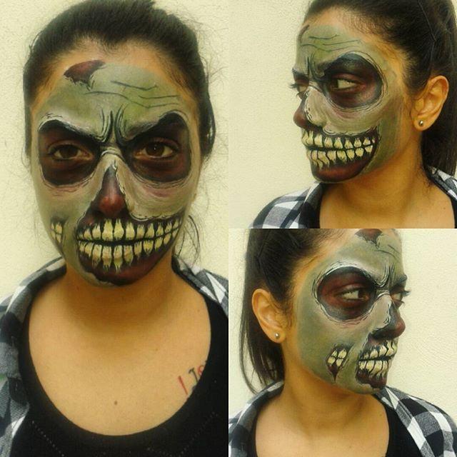 Random zombie! #facepaint #facepainting #zombie #zombiefacepaint #deadzombie #halloweeniscoming #halloween #exercise #practise #diamondfx #acquacolor #picoftheday #instalike #makeup #zombiemakeup #trucco #deathdealer #horrormakeup #creepy #specialfxmakeup #skull #skullfacepaint