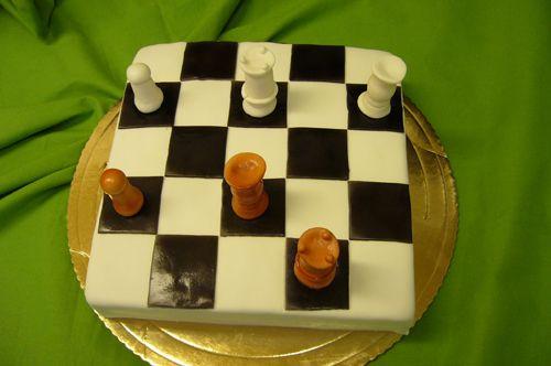 Tort urodzinowy można go zamówić dla szachisty  http://cukiernie-torty-ciasta.pl/torty-urodzinowe/