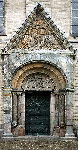 Portale romanico della Cattedrale di Ribe ( Danimarca ).