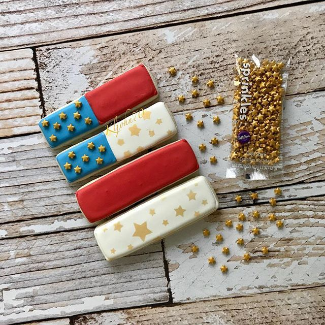 Flag themed cookie sticks for some sweet kiddos tomorrow! ❤️ . . . . #decoratedcookies #decoratedsugarcookies #customdecoratedcookies #eeeeeats #customcookies #royalicing #cookies #cookiesofinstagram #cookiedecorating #thebakefeed #feedfeed #sugarcookies #royalicing #edibleart #cookiedecorating #instacookies #tennessee #nashville #lebanon #nashvilleeats #americanflag #wiltonsprinkles #wiltoncakes #redwhiteandblue #patrioticcookies #fourthofjulycookies #fourthofjuly #4thofjuly #indep...