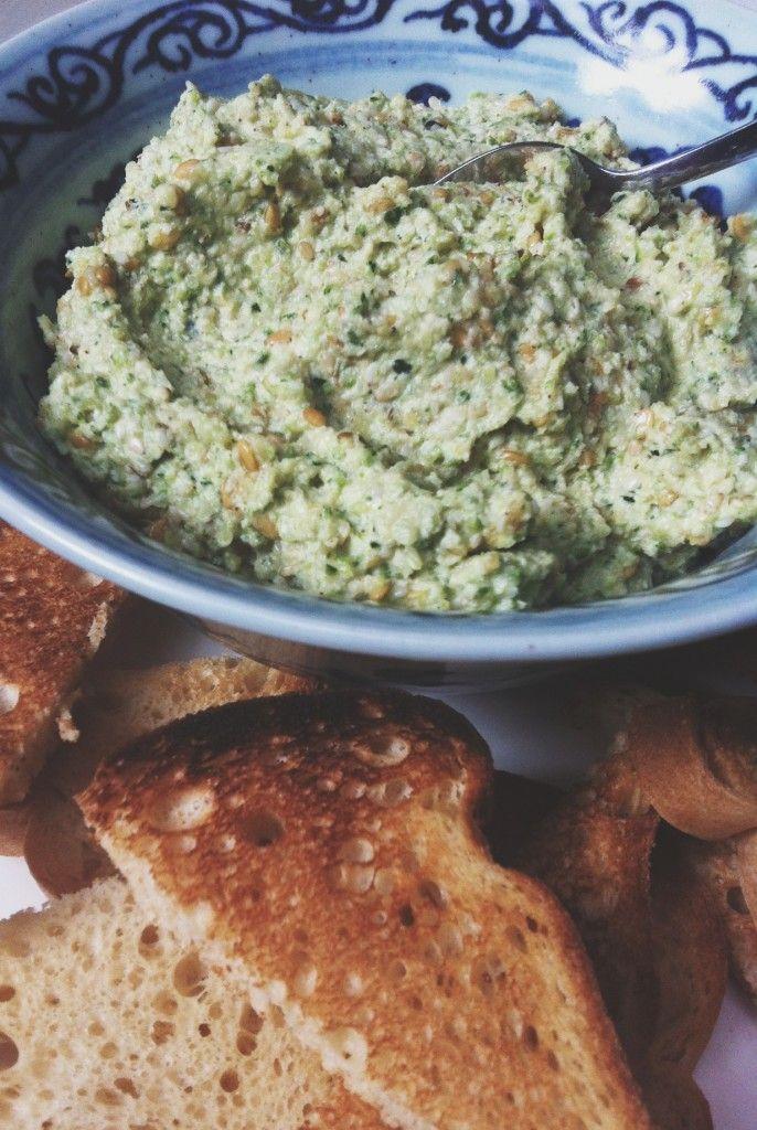 Hummus crudista di zucchine pronto in 2 minuti