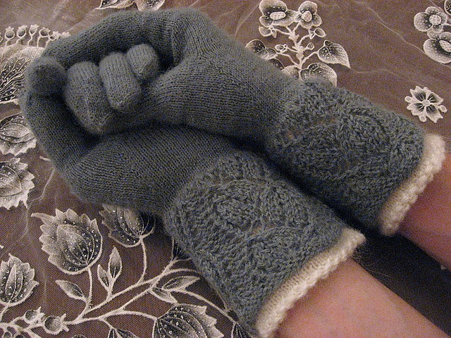 What a beautiful cuff, and I love how she lined the otherwise vulnerable lace detail with a contrasting color.Lace Edging, Knits Mittens Pattern, Beautiful Cuffs, Gorgeous Cuffs, Crafts Ideas, Gloves Pattern Knits, Knits Pattern, Fun Crafts, Lace Details