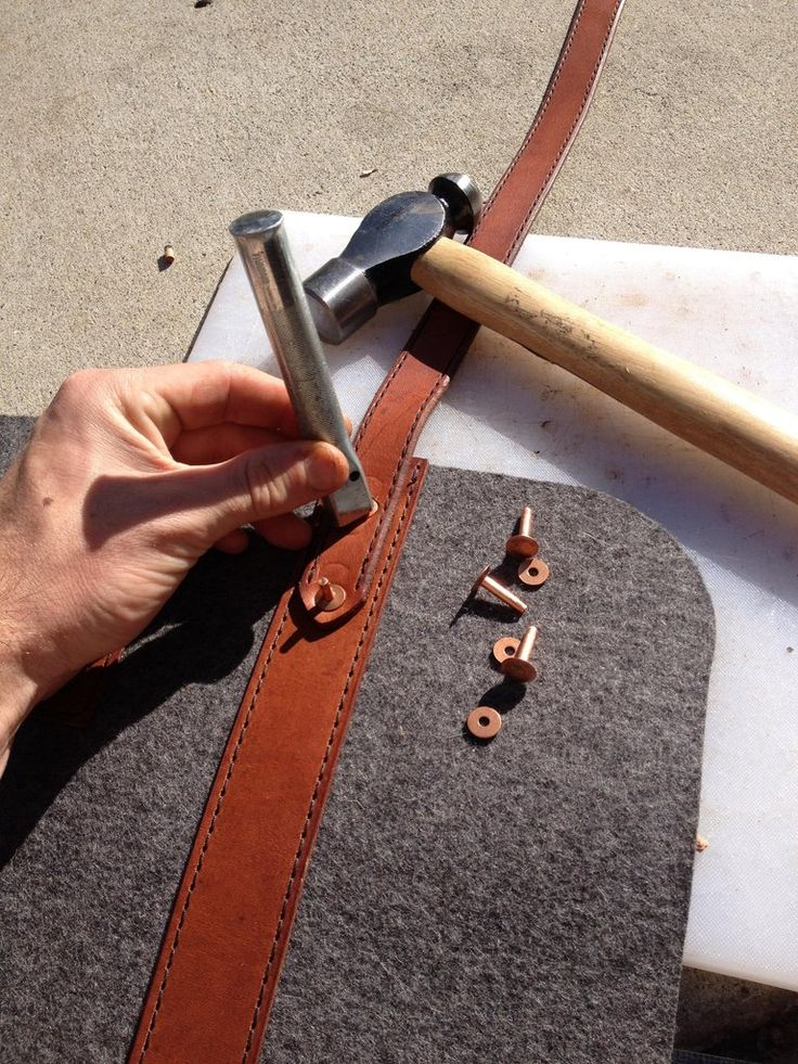 How to make a felt/leather duffle bag. Steps well explained though there are no measurements.