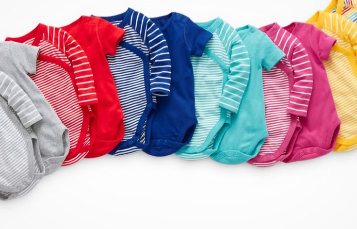 These side snapping onesies are the best for newborns! #jenncarterdoula