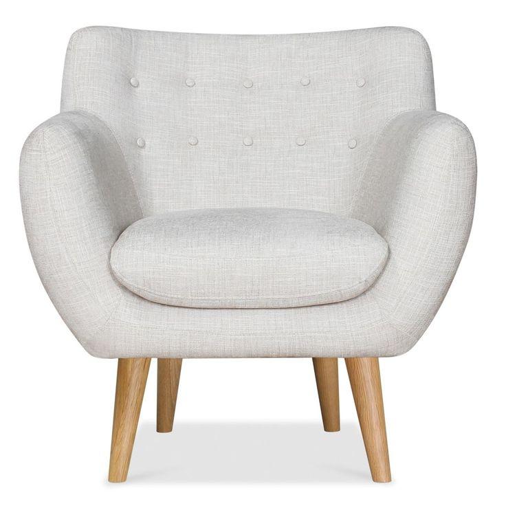 De fauteuil heeft met zijn natuurlijke kleur, houten poten, knopen in de rug en…