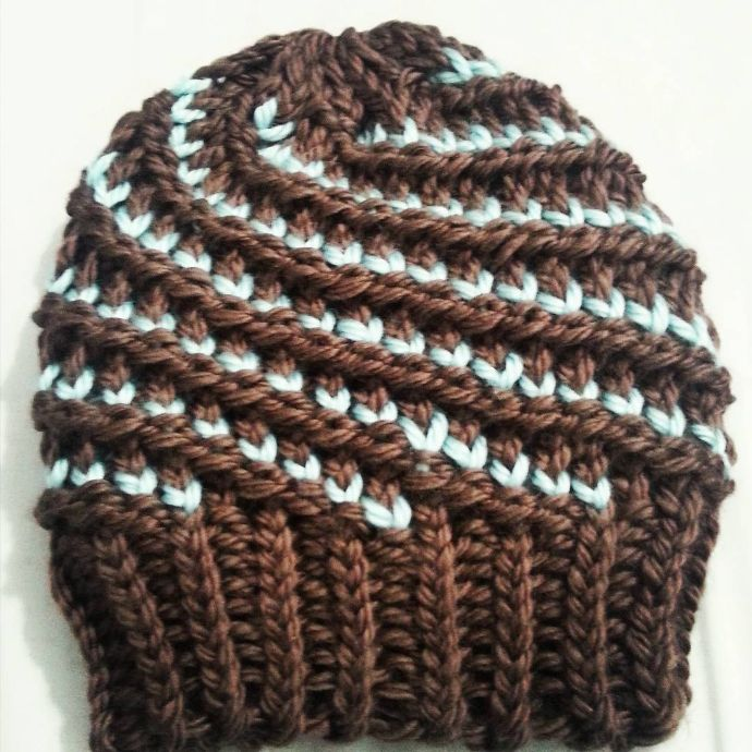 Tutorial DIY: Cómo tejer gorro bicolor en espiral con telar