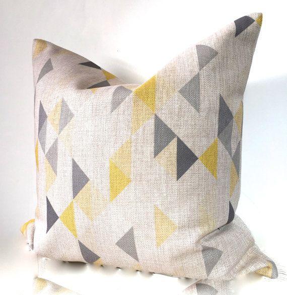Cubierta de cojín geométrico almohada geométrica en amarillo suave y gris 18 x 18