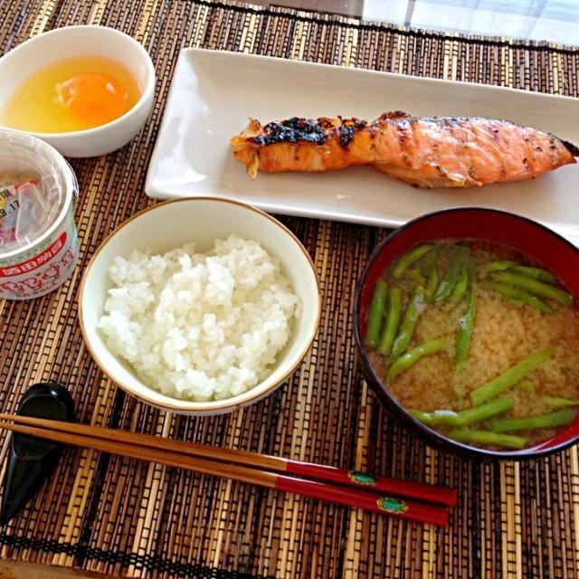 二日酔いの朝ごはん。 鮭が立派で旨い♡w - 124件のもぐもぐ - 朝ごはん by ultimate16