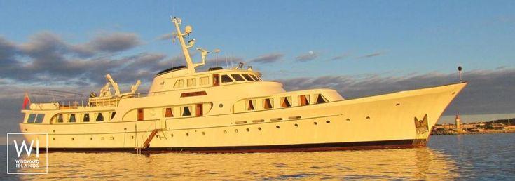 Yacht charter Feadship - Windward Islands