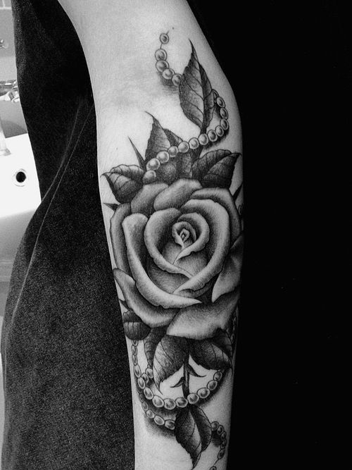 arm, black, pearls, rose, tattoo, white. Love this! Not sure if i would get it or not but definitely my style ❤️