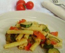 pasta zucchine e pomodorini: http://blog.giallozafferano.it/mezzestagioni/pasta-zucchine-e-pomodorini-ricetta-economica/