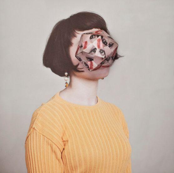 Fotograaf Alma Haser gebruikte gevouwen papier als cosmetische ingreep in haar portrettenserie Cosmetic Surgery.