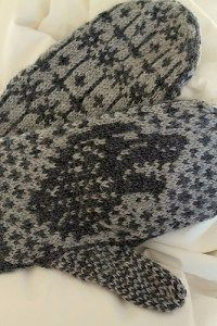 Free knitting pattern for Direwolf Mittens