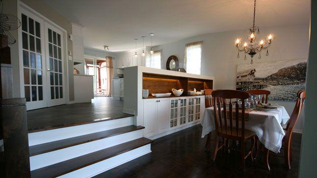 une maison demi niveau au look actuel home made pinterest buffet cabinet arch and. Black Bedroom Furniture Sets. Home Design Ideas