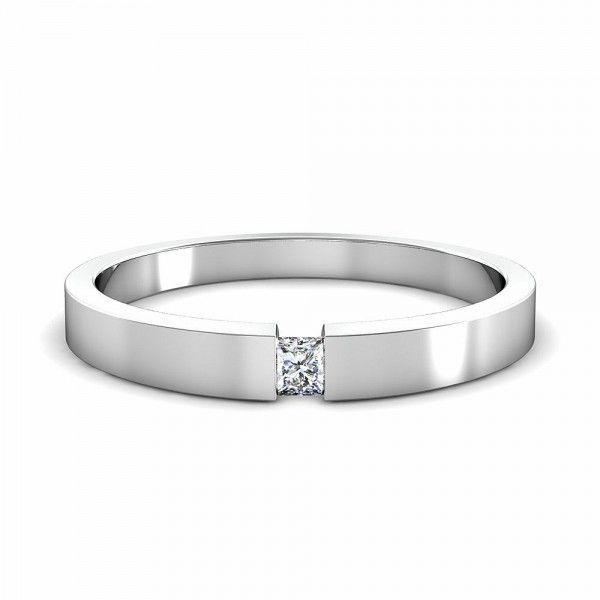 Wunderschöner Ring mit Princess Cut. ist in allen Variationen erhältich, online und selbstverständlich auch in unserem Shop.