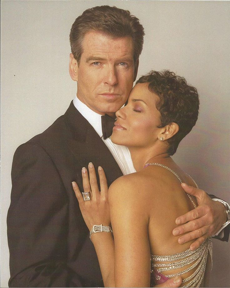 James Bond 007 Die Another Day Pierce Brosnan holding Halle Berry