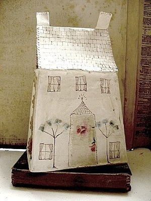A Jessie Chorley piece.  (I'll be attempting paper houses this coming season :: Hope they even come *close* to being this successful ... this is wonderful! k)