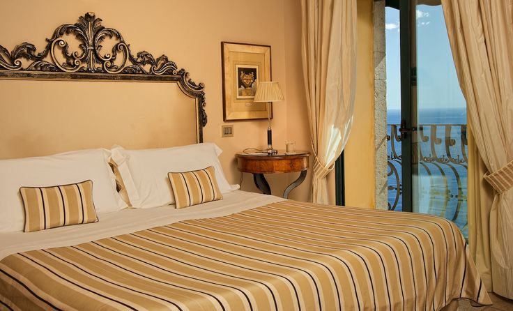 http://dreameat.it/it/living/taormina-hotel-villa-carlotta