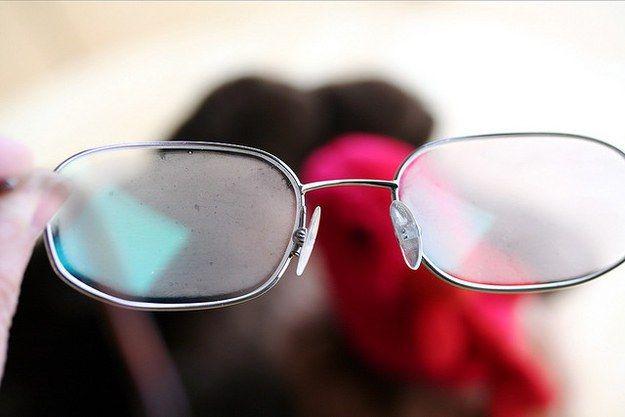 Zó irritant: beslagen brillenglazen! Brildragers kennen het probleem allemaal…