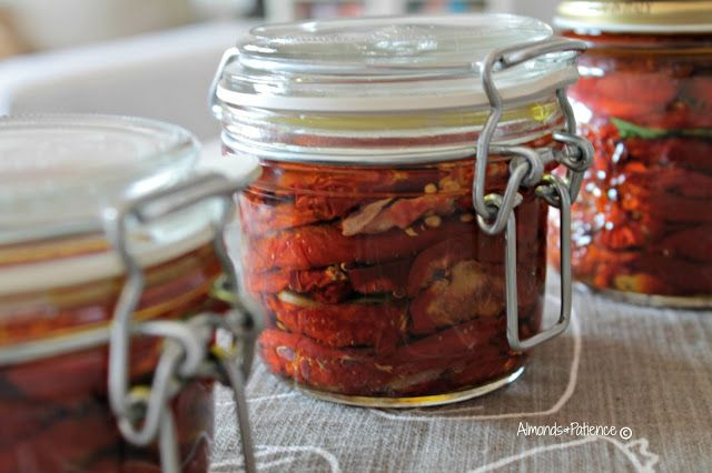 Almonds&Patience: Sun dried tomatoes in olive oil - Pomodori secchi sotto olio