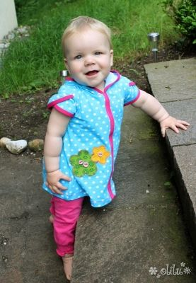 geteilt-durch-Kleid Schnittmuster von www.erbsenprinzessin.com genäht von olilu