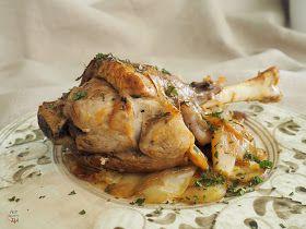 Jarretes de ternasco de Aragón al horno con unas finas patatas panaderas. Un cordero, tierno, suave y jugoso.