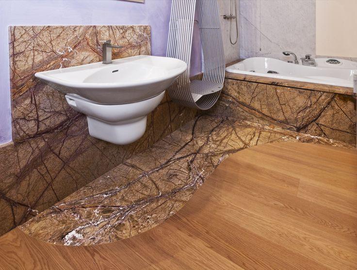 Bagno in granito Forest Brown Spazzolato,abbinato a un marmo Bianco Carrara rigato. #MarmiVezzoli #bathroom #bagni #pietranaturale #interiordesign #arredointerno