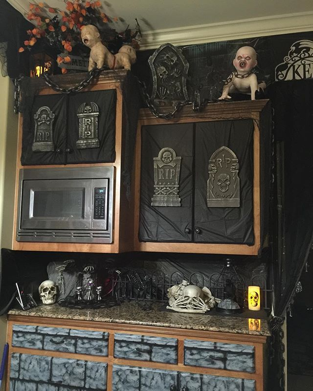 Kitchen Halloween Decorations #Halloween #halloween2015 #halloweenprep #halloweenparty #halloweendecor #spirithalloween #walmarthalloween #michaelshalloween #targethalloween