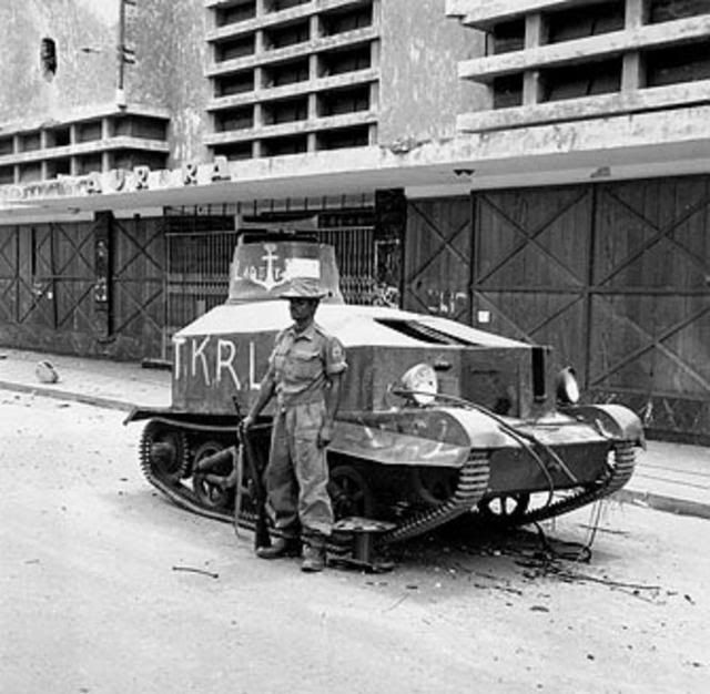 Tank Inggris yang berhasil dilumpuhkan pasukan Arek-arek Suroboyo