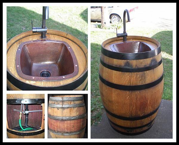Wasbakje, fonteintje in een wijnvat.