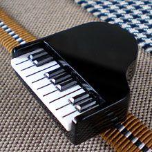 鍵盤まで立体的でまるでミニチュアのようなピアノの帯留。 コンサートやライブなどに着けてお出かけしたいです。