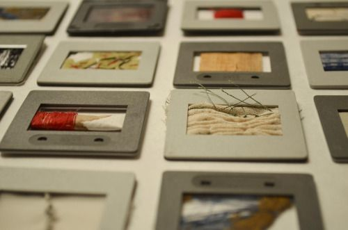 ::FERNANDA VÁSQUEZ:: Artista Visual & Textil | M E M O R I A L D E G E S T O S | XVIII Salón de Minitextiles, Centro Argentino de Arte Textil, Buenos Aires, 2015.
