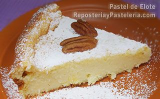 Hornea su pastel de elote a 180º C durante 20 minutos aproximadamente, o hasta que tengas un pastel perfectamente cocido. Finalmente deja enfriar y desmolda tu pastel. Colócalo sobre un bonito platón y listo.
