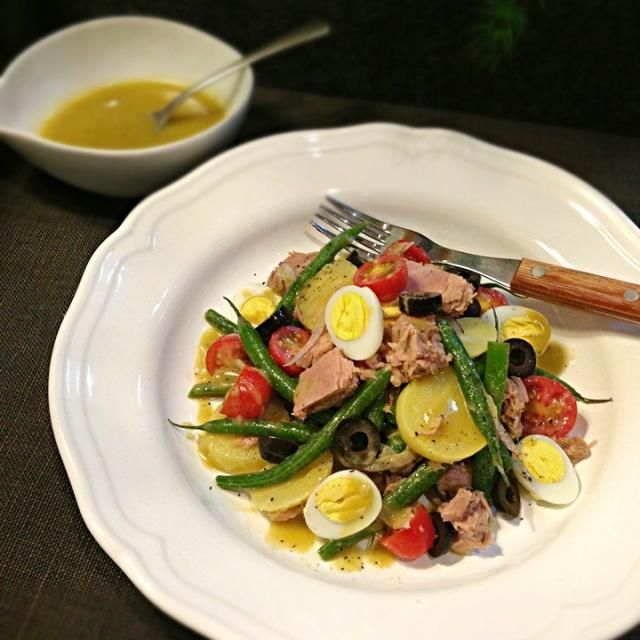 Very basic French salad,clearing up the fridge… Actually I like canned tuna,especially when I couldn't get good fresh one! - 240件のもぐもぐ - Salad Nicoise/サラダ・ニソワーズ by rick chan