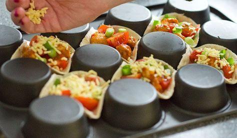 Draai je muffinbakblik om en maak deze leuke mexicaanse mini hapjes. Voor nog meer leuke Ideeën met een muffinbakblik http://www.leukerecepten.nl/blogs/561-8-x-creatief-met-een-muffinbakblik