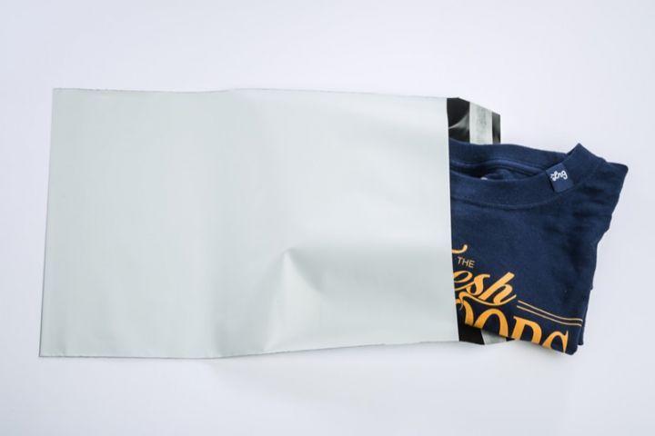 Weiße Versandtaschen aus reißfester Folie | C5 - folienmailer Versandtaschen aus Kunststoff