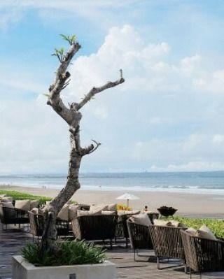 "63 Likes, 2 Comments - Burhan Abe (@burhanabe) on Instagram: ""Bersantai di pinggir pantai sambil menyeruput kopi tubruk, saya menghabiskan waktu menikmati…"""