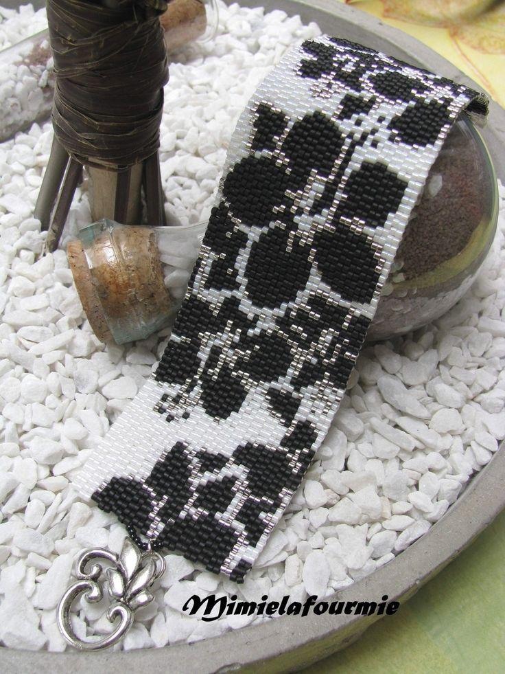 Bracelet Manchette Perle Miyuki - Fleur Noir - Tissage peyote à l'aiguille : Bracelet par mimielafourmie-perle