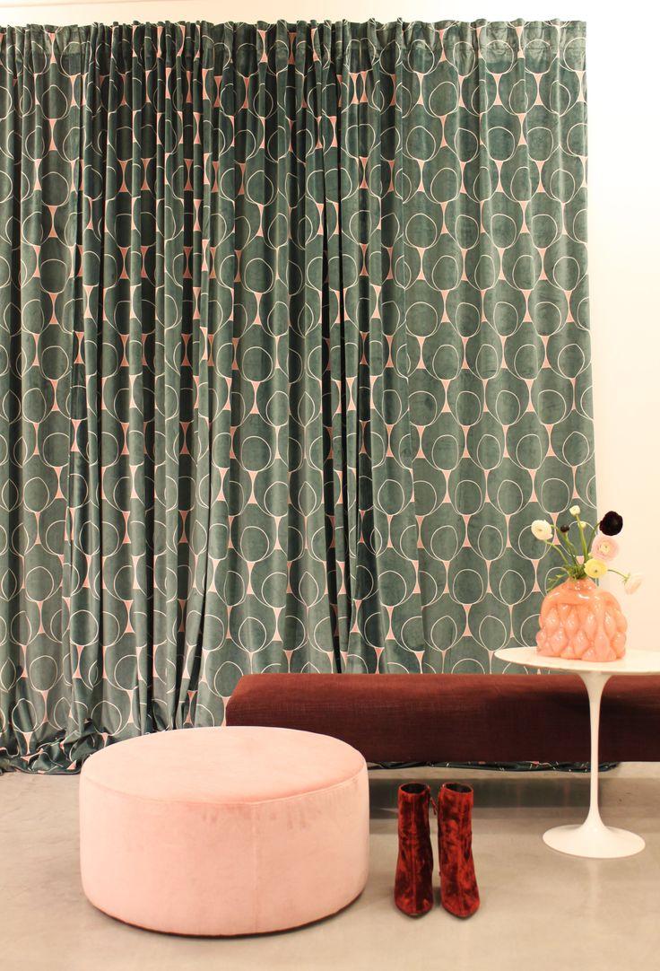 Gotain gardin i mönstret dotindot som är inspirerat från Art Deco eran.