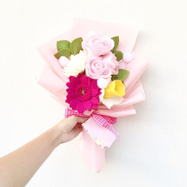 Sweet pink [custom size]  (Medium+1) . . #flower #wedding #bouquet #florist #feltflower #feltflorist #feltbouquet #feltsunflower #bungaflanel #bungaflaneljogja #bungawisuda #bungawisudajogja #bungajogja #bouquetbunga #bouquetjogja #bungakertas #paperflower #buketbunga #makersgonnamake